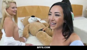 Skillful hands Aliana Love gets jizz